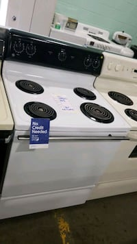 Ge electric Stove 30inches!  Queens