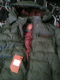 black zip-up bubble jacket Silver Spring, 20906