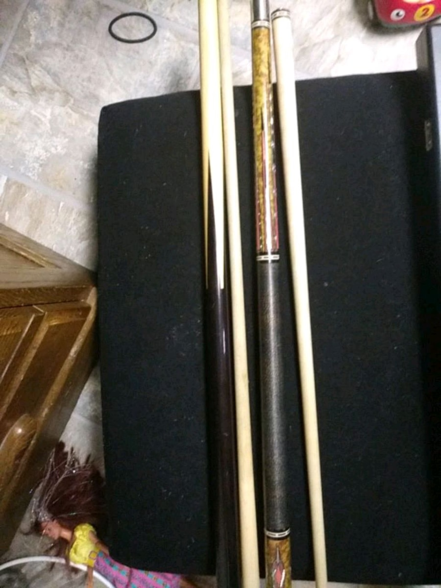 Photo Pool cues players and custom cue