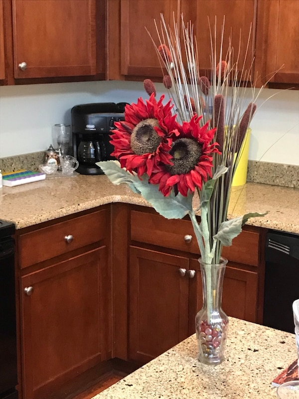 Must Sell Beautify Your Home Decor With These Imitation Flowers Set As A Bouquet In A Rose Bud Vase
