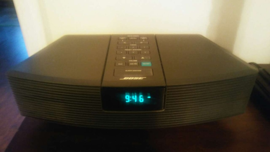 letgo bose alarm clock radio in simpsonville sc. Black Bedroom Furniture Sets. Home Design Ideas