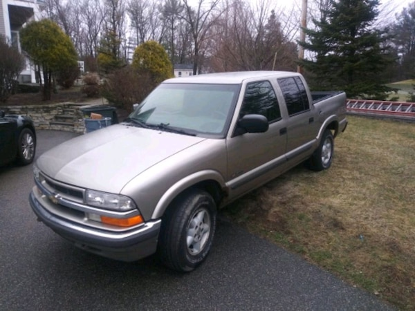 02 CHEVY S10 4X4 4DR 74K ONE OWNER HAS SOME RUST B