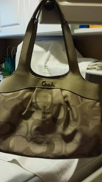 Cream colour Coach shoulder bag Newmarket, L3X 2W1
