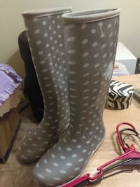 Rain boots size 8  Grinnell, 50112
