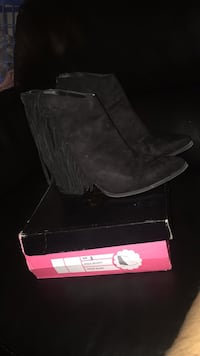 Pair of brown suede boots with box Addison, 75001