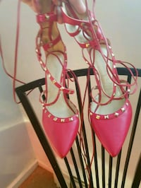 pair of pink pointed-toe heeled shoes Lebanon, 45036