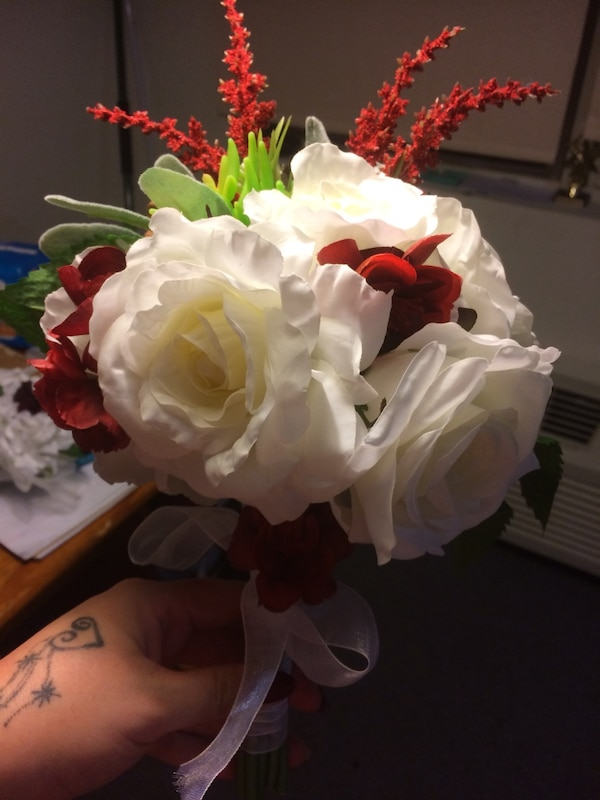 Used white rose silk flower bouquet for sale in berlin letgo white rose silk flower bouquet mightylinksfo