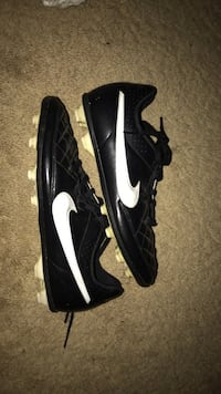 Pair of black-and-white nike soccer cleats  Winnipeg, R2J 3B5