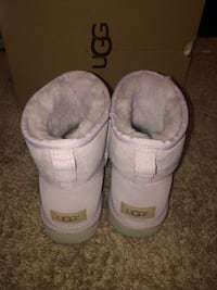 Pair of purple ugg boots Baltimore, 21225