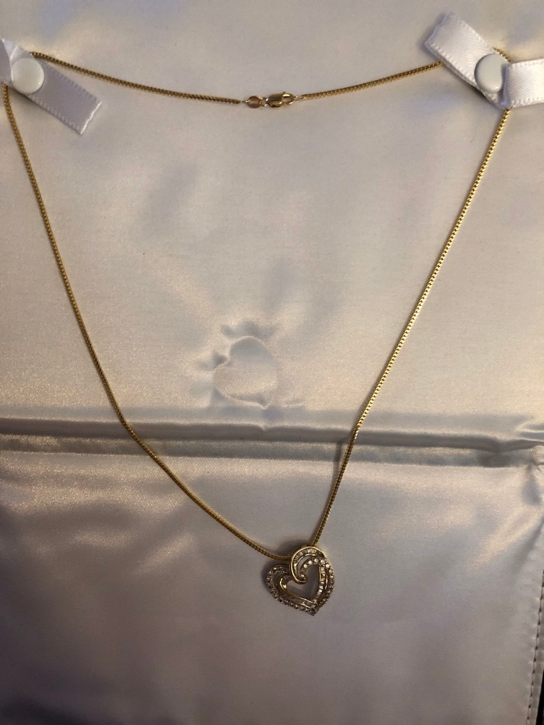 Photo 24 k gold chain and diamond heart charm