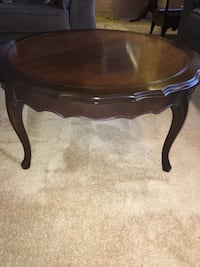 Round coffee table  Coquitlam, V3K 3G2