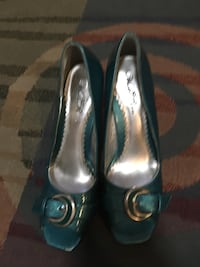 Pair of blue leather peep-toe heeled shoes Pleasant Hill, 50327