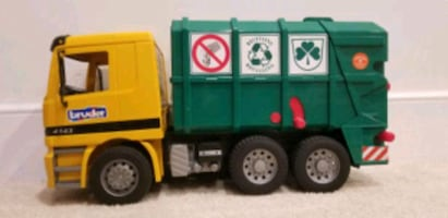 Bruder Recycling Tou Truck
