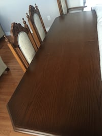 Dining set: Brown wooden table with chairs Brampton, L6T