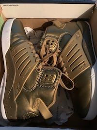Supra gold shoes, size 6.. Only used once. Good as brandnew  Vancouver, V5S 1G4