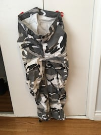 unbranded camo pants size 31 Coquitlam, V3J 5Y3