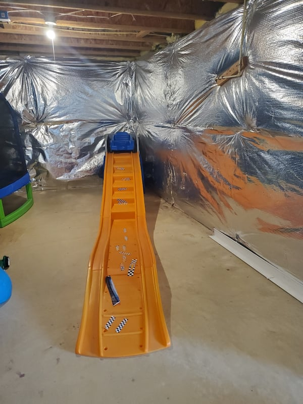Hot wheels roller coaster kids slide 172b4f55-42b8-4ad4-a08f-404f7a52a169
