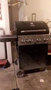Gas grill just need to buy propane  Las Vegas, 89115