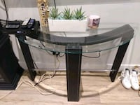 Display table North Vancouver, V7P 2H1