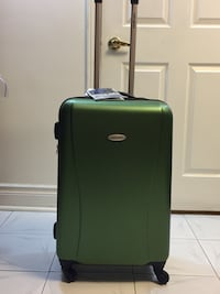 New Medium Samsonite Suitcase / Luggage