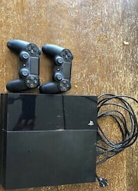 Gently used PlayStation4 it comes with all Accessories