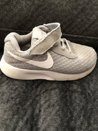 Toddler Nike shoes size 9 45 km