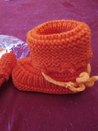 For 1 yr old (booties)  size 5 Lexington, 73051
