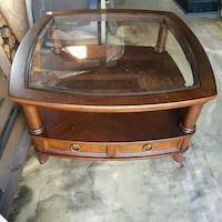 Coffee Table with glass top and drawer2 Niagara Falls, L2H 1H4