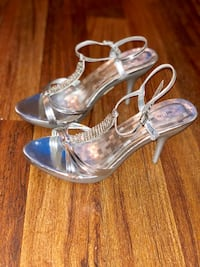Silver dress heels size 9 (fits 7.5) Dracut, 01826