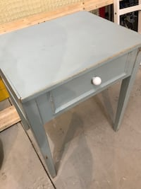 gray and white wooden side table Oro-Medonte, L0K