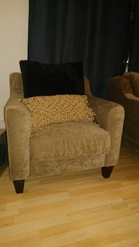 Beautiful sofa chair Toronto, M2N 2T3