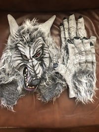 Ware wolf mask and gloves/ mint condition, Barrhaven
