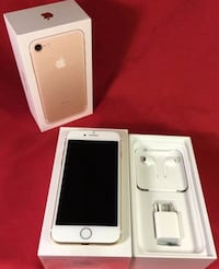 Like new 32gb iPhone 7 factory Unlocked rose gold  Glenview, 60026