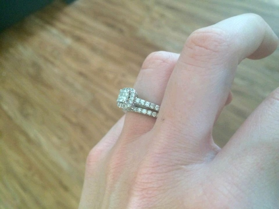 Photo VERA WANG LOVE COLLECTION 1 CARAT T.W. DIAMOND FRAME BRIDAL 14K