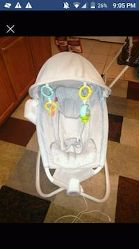 baby's white and gray bouncer Berryville, 22611