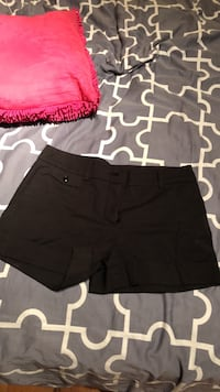 women's black and pink shorts Laval, H7S 1Y3