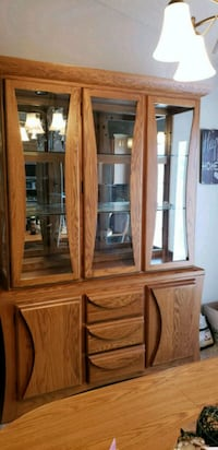 Oak hutch great condition heavy comes in 2 pieces  Sioux Falls, 57106