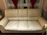 Creme coloured leather sofas ( VERY GOOD CONDITION ) Mississauga, L5R 0A7