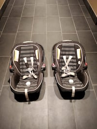 2 Car seats with base Mississauga, L5B 0A1