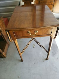 Beautiful end table Simi Valley, 93063