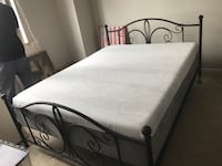 Beautiful new Platform Queen bed frame - used in guest room for a few months Reston, 20190