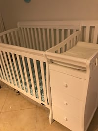 White crib with changer Doral, 33178