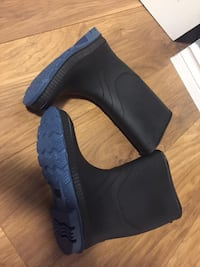 Rubber boots rain boots size 7 New Westminster