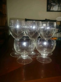 7 clear glass footed cups Newport, 99156