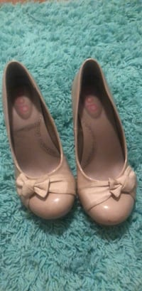 pair of brown leather flats Belle Chasse, 70037