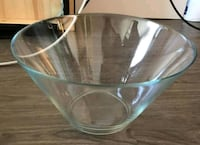 Glass bowl in great condition Calgary, T2A 7V9
