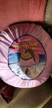 Child's fun pop up tent in great shape
