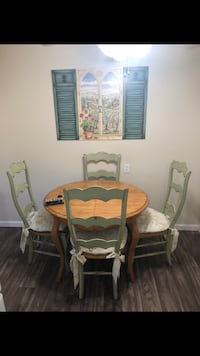 Table & Chairs (chair cushions included)