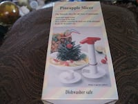NEW with BOX - GIFTABLE ** Pineapple Slicer / Corer