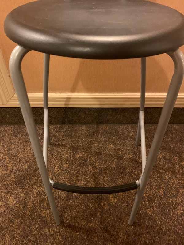 One excellent stool ready for pick up ec7d0129-ff13-4e8f-b2f6-b1005ca04a06